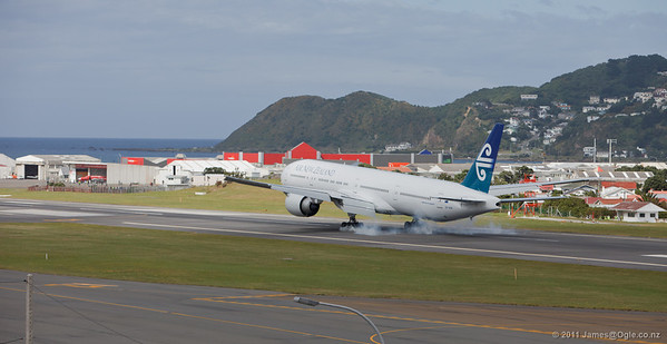 777-300 in Wellington