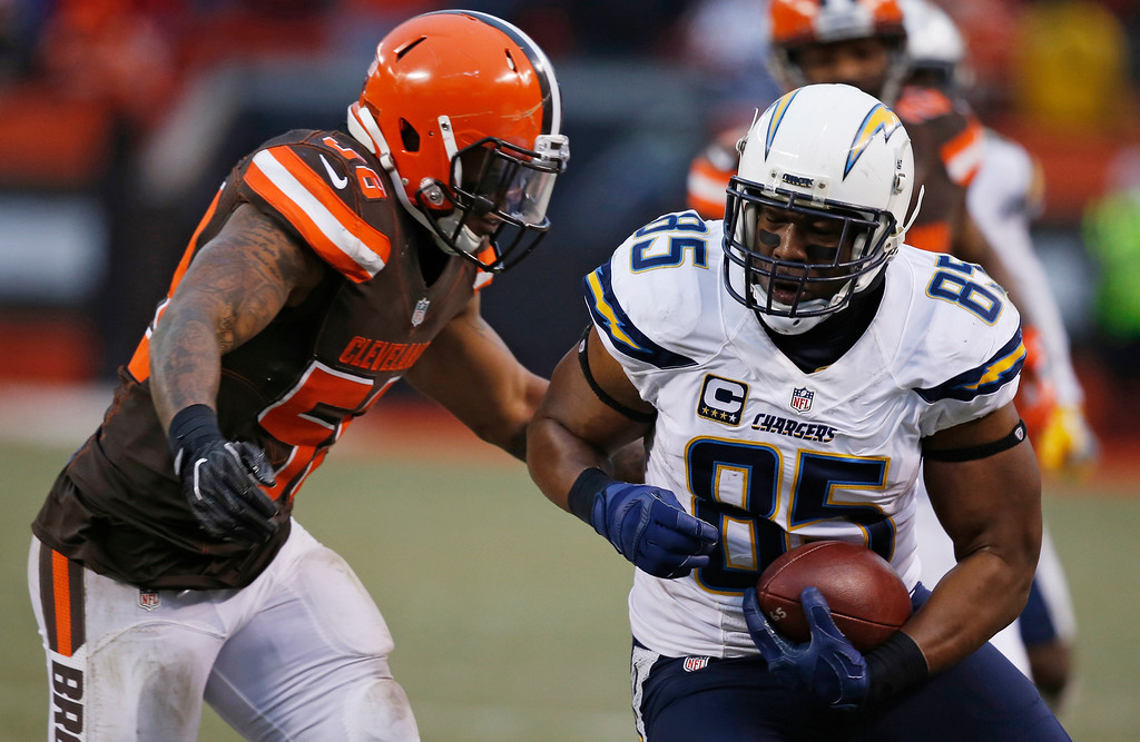 . San Diego Chargers tight end Antonio Gates (85) rushes against the Cleveland Browns in the second half of an NFL football game, Saturday, Dec. 24, 2016, in Cleveland. (AP Photo/Ron Schwane)