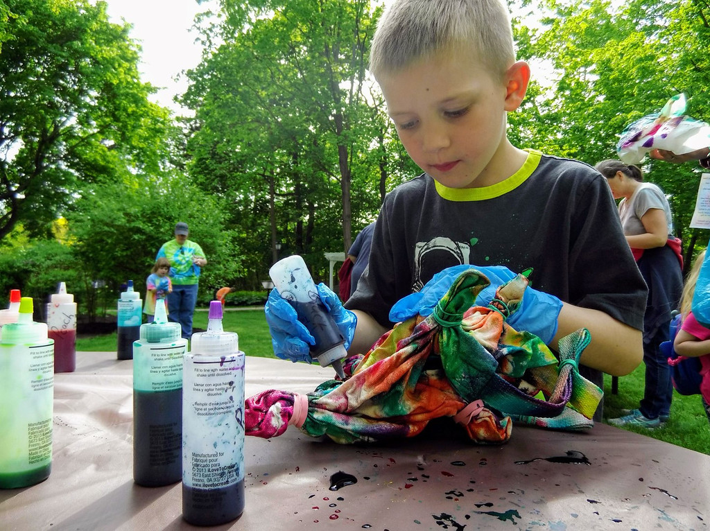 . Liam Haury transforms his bag into a tie-dye rainbow. (Courtesy Mentor Public Library)
