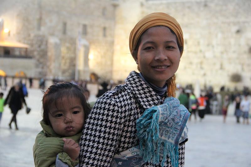 bnei menashe woman at the kotel LBD.jpg