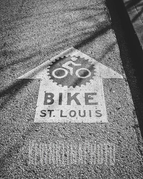 bikestloiisarrow.jpg