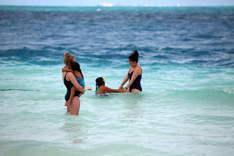 Taylor @ Beach06.jpg