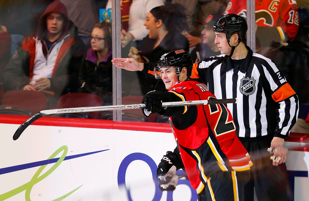 . Calgary Flames\' Jiri Hudler celebrates his second goal against the Colorado Avalanche\' during the second period of their NHL hockey game in Calgary, Alberta, January 31, 2013. REUTERS/Todd Korol