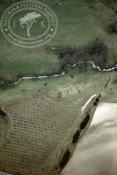 Farmland east of Ravlunda old distillery (Klammersbäck) - with plantations and prehistoric remains (2 April, 1989). | LH.0490