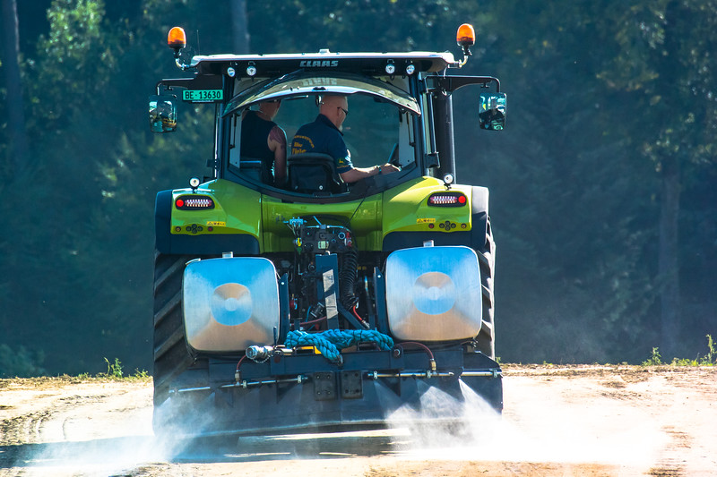 Tractor Pulling 2015-8986.jpg