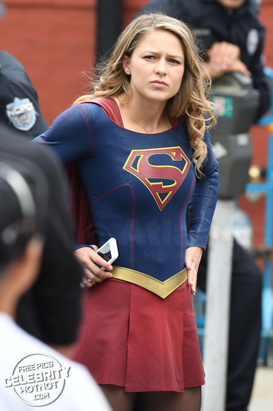 Supergirl Gives The Heart Sign To Her Crew!