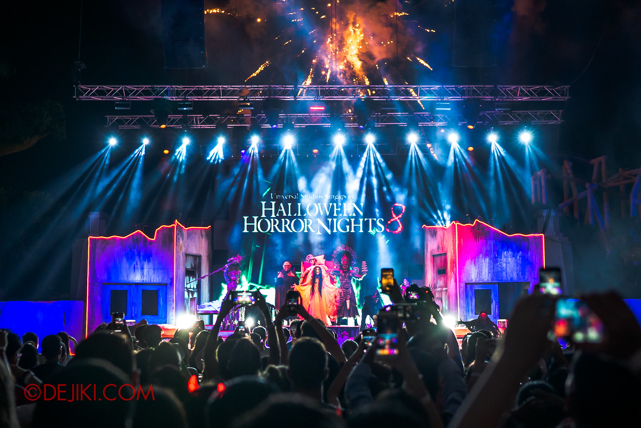 Universal Studios Singapore Halloween Horror Nights 8 - Infinite Fear Opening Scaremony with crowd and pyrotechnics