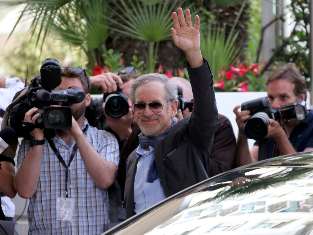 . Director Steven Spielberg, President of the 66th Cannes Film Festival, waves as he arrives at the Grand Hyatt Cannes Hotel Martinez in Cannes on the eve of the opening of the Festival in Cannes May 14, 2013. The 66th Cannes Film Festival will run from May 15 to May 26.          REUTERS/Jean-Paul Pelissier