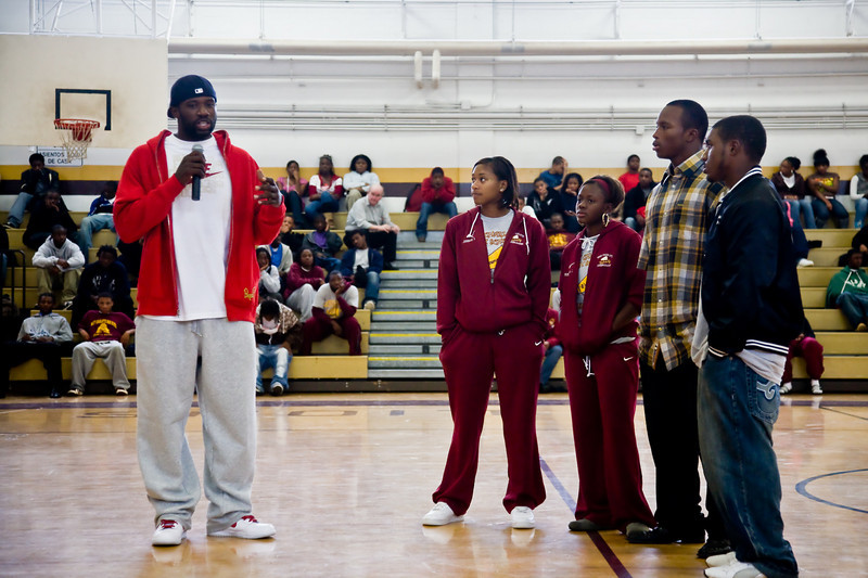 Students (left to right) Johnae Stroutamire, Kim Jones, Stanley Wright, and Joshua Covington ask Jason Richardson a few questions.