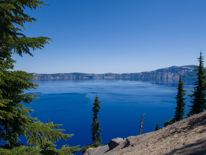 trail along the Crater Lake rim