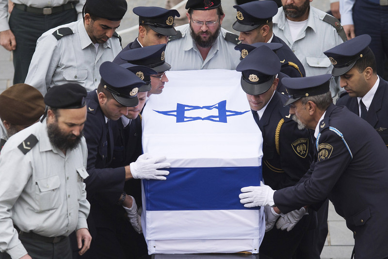 . Israeli military deliver the coffin of the body of former Israeli Prime Minister Ariel Sharon to lie in state at Knesset Plaza on January 12, 2014 in Jerusalem, Israel.  A memorial service was held today, followed by a funeral near Sycamore Farm, the former prime minister\'s residence. Former PM Ariel Sharon\'s died Saturday after suffering from a multiple organ failure. Sharon, 85, was hospitalized in Tel Hashomer hospital near Tel Aviv and has been in a coma since January 4, 2006.   (Photo by Uriel Sinai/Getty Images)