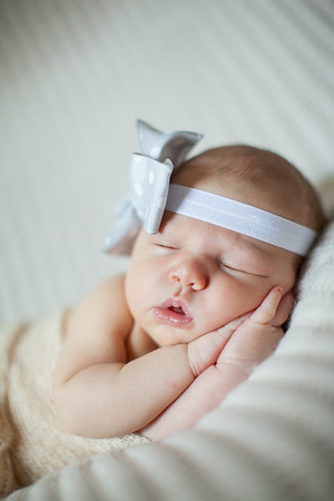Madelyn  at 9 Days | Born Nov. 13, 2014