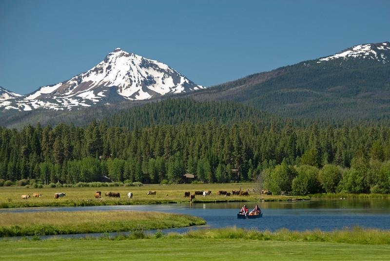 rec_black-butte-ranch_boats-canoeing_KateThomasKeown_DSC5895.jpg