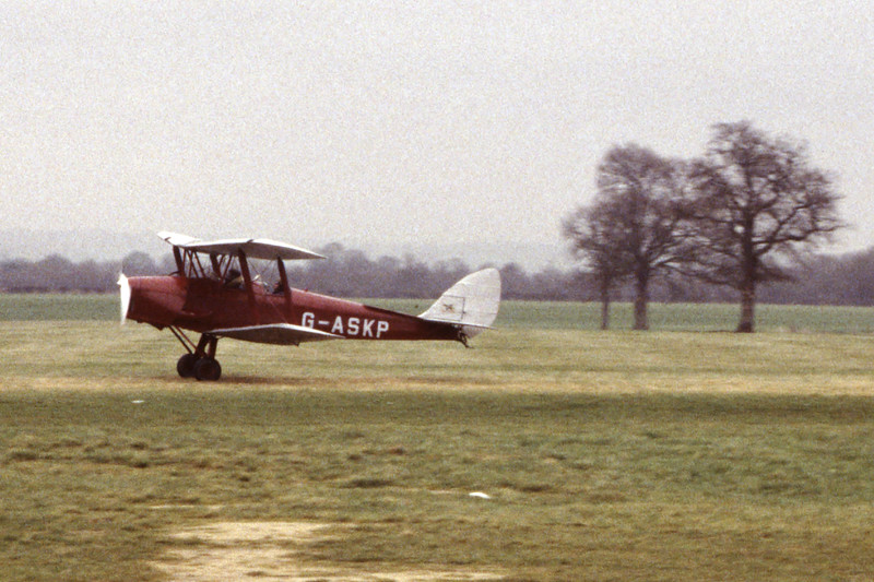 G-ASKP-DH-82ATigerMoth-Private-EGKH-1998-02-19-EI-43-KBVPCollection.jpg