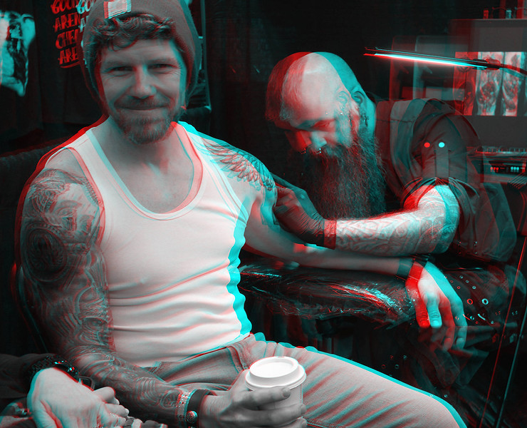man getting tattoo on bicep_anaglyph.JPG