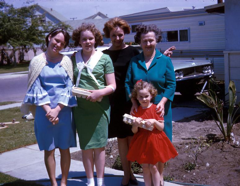 0392 -  Gram, Wendy, Helene, Jeannette, Linda (4-65).jpg