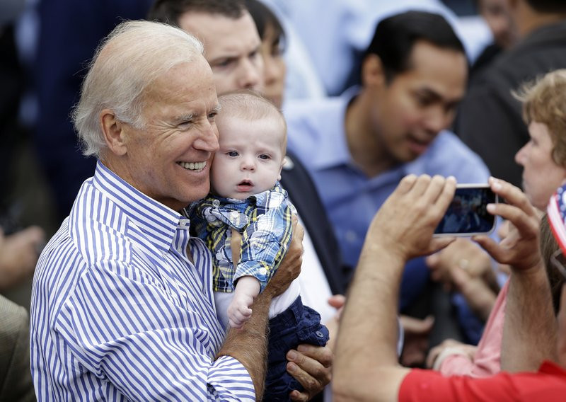 """. <p>9. JOE BIDEN <p>Has great chance at 2016 Democratic presidential nomination ... if Hillary Clinton disappears into the witness protection program. (unranked) <p><b><a href=\'http://www.washingtonpost.com/blogs/the-fix/wp/2013/09/16/joe-biden-the-anti-hillary/\' target=\""""_blank\""""> HUH?</a></b> <p>    (AP Photo/Charlie Neibergall)"""