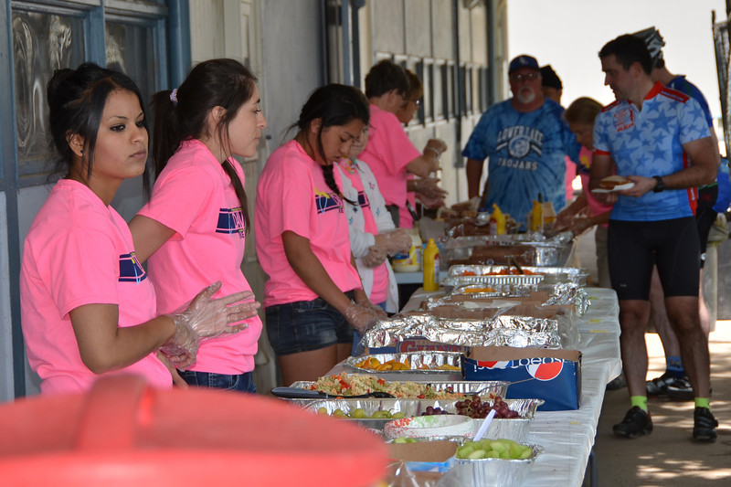 Student volunteers at Lower Lake Lunch
