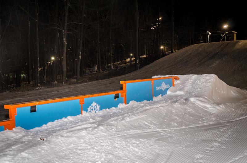 Nighttime-Rail-Jam_Snow-Trails-23.jpg