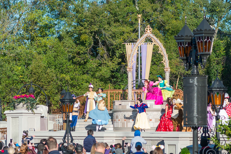 Opening Show Characters - Magic Kingdom Walt Disney World