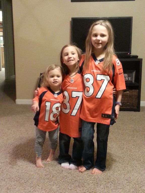 . 3 sisters ready for game time!