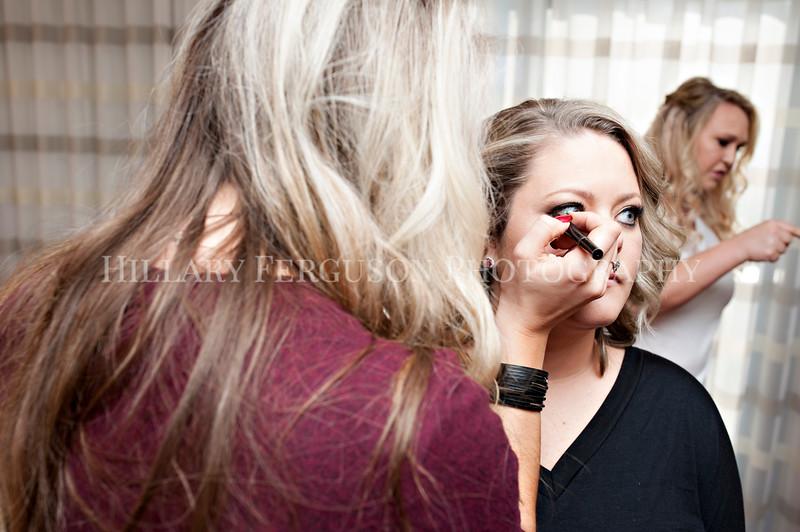 Hillary_Ferguson_Photography_Melinda+Derek_Getting_Ready055.jpg