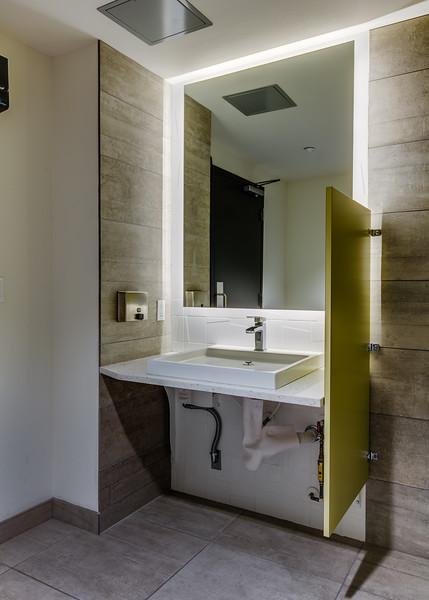 Bathroom-IMG_0915_enf.jpg