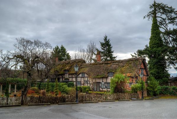English Inn & Resort / Anne Hathaways Cottage