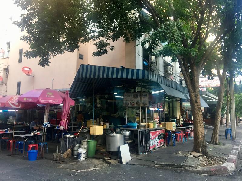 street-restaurant-ari-bangkok.jpeg