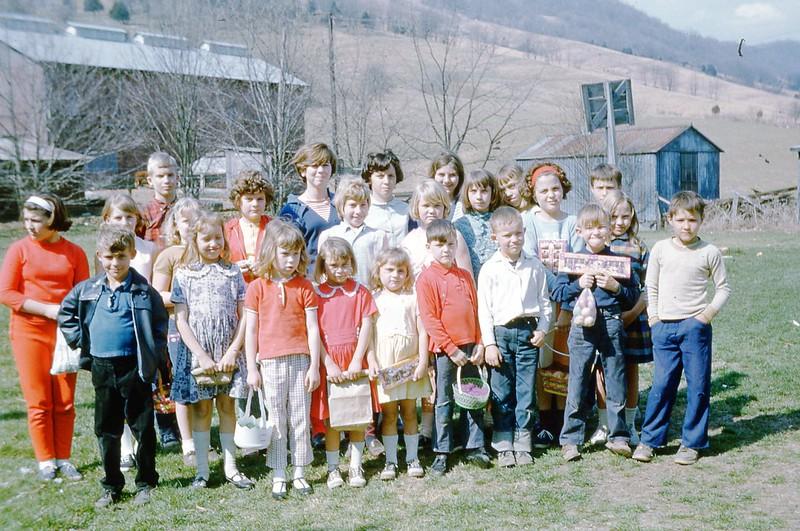 1967 - Egg hunt.jpg