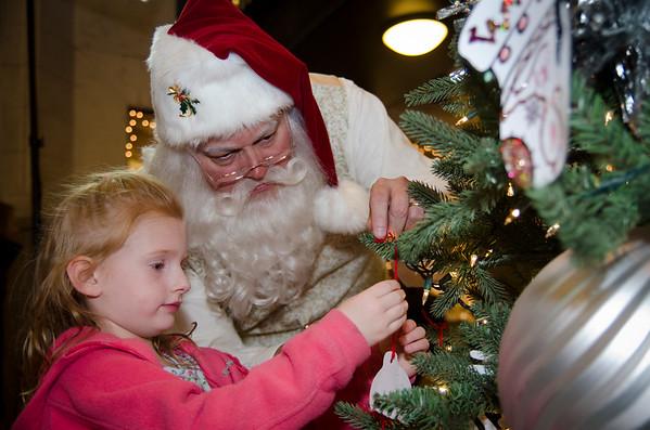 2015 Grove Arcade Portraits with Santa