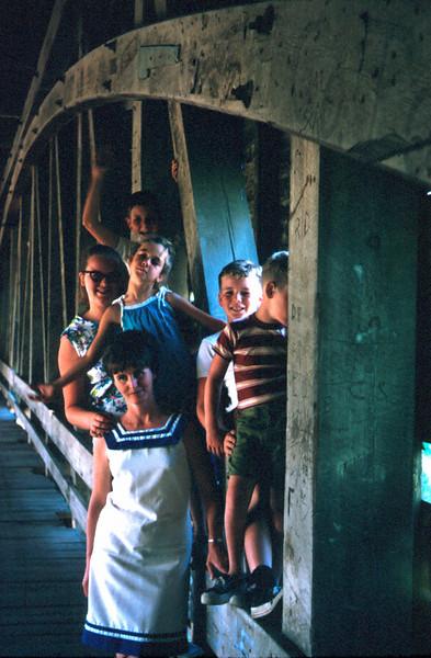 0060 - mom, jeannette, mark, todd, linda, mike (9-69).jpg