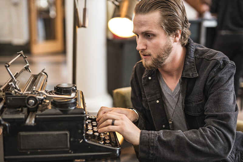 Honey_Empire-Portrait-Nick-Typewriter-3866.jpg