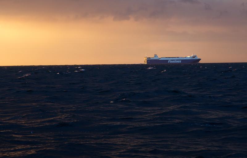 Finnlines auf der Ostsee bei Dämmerung
