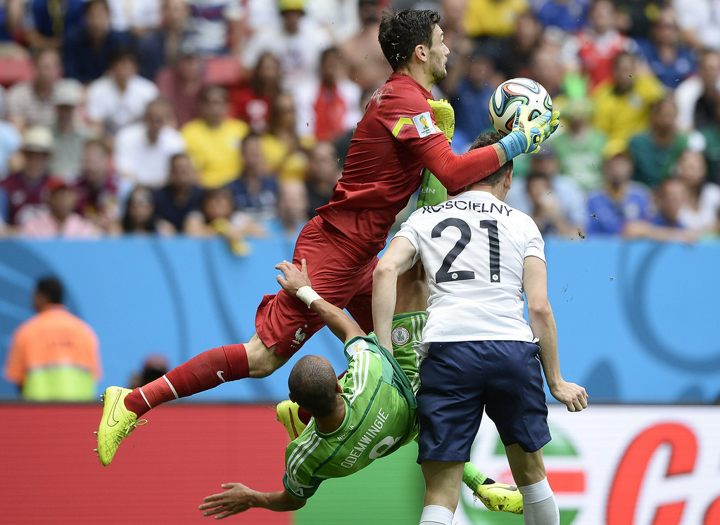 . France\'s goalkeeper Hugo Lloris (L) and defender Laurent Koscielny (R) challenge Nigeria\'s forward Peter Odemwingie as he attempts to score during the round of 16 football match between France and Nigeria at the Mane Garrincha National Stadium in Brasilia during the 2014 FIFA World Cup on June 30, 2014.   FRANCK FIFE/AFP/Getty Images