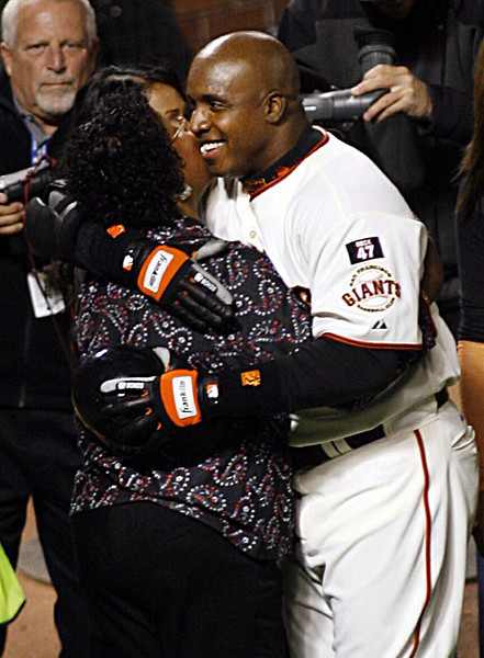 Barry Bonds celebrates at home with his family and friends after hitting his record 756th home run at AT&T Park, San Francisco, August 7, 2007.  Reuters/Dino Vournas
