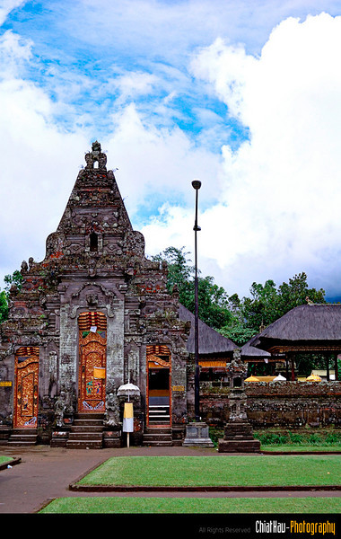 Then we proceed to another temple. (If I am not mistaken, they said that this is the most holist temple in Bali).