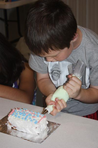 Mid-Week Adventures - Cake Decorating -  6-8-2011 137.JPG
