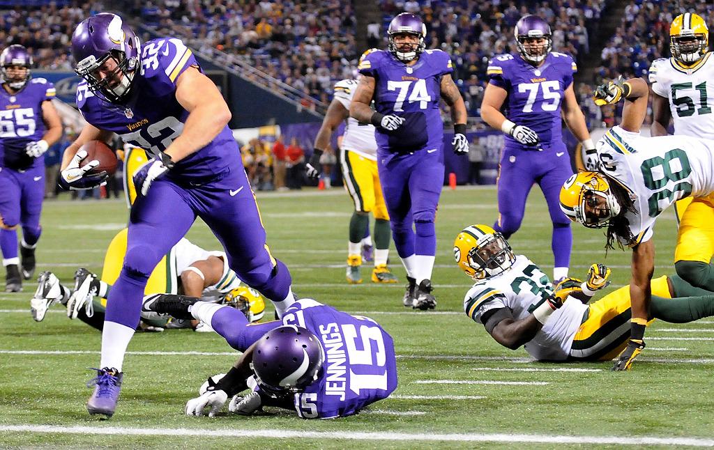 . Minnesota Vikings running back Toby Gerhart scores a touchdown in the fourth quarter as he jumps over teammate Greg Jennings. (Pioneer Press: Sherri LaRose-Chiglo)