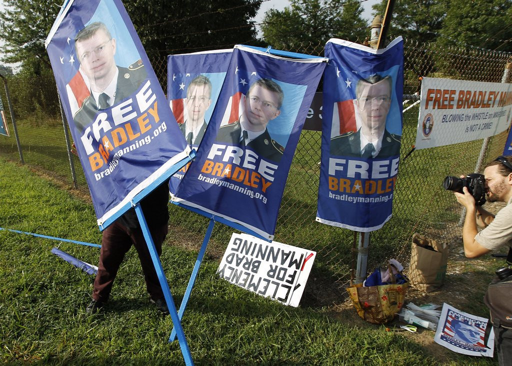 ". <p>6. BRADLEY MANNING <p>Wikileaks� favorite martyr will be free, alright. In about 35 years. (unranked) <p><b><a href=\'http://www.twincities.com/national/ci_23906941/manning-faces-sentencing-wikileaks-disclosures\' target=""_blank\""> HUH?</a></b> <p>     (AP Photo/Jose Luis Magana)"