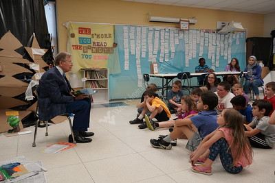 35805 President Gee reads to kids at Energy Express