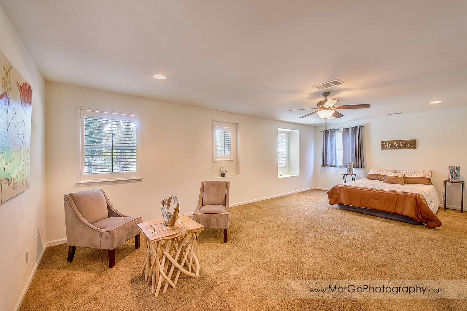 Pittsburd house upstairs master bedroom - real estate photography