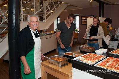 Giorgio en Gertjan koken in het RonaldMcDonaldhuis Sophia