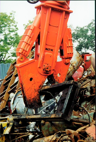 NPK M38K demolition shear on Cat excavator-C&D recycling (15).JPG