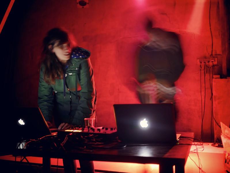 le vendredi, 22h : Dj Merdou et Bonjour l'ambiance - http://www.lapeniche.org/agenda/artiste/505/dj-merdou-bonjour-l-ambiance/
