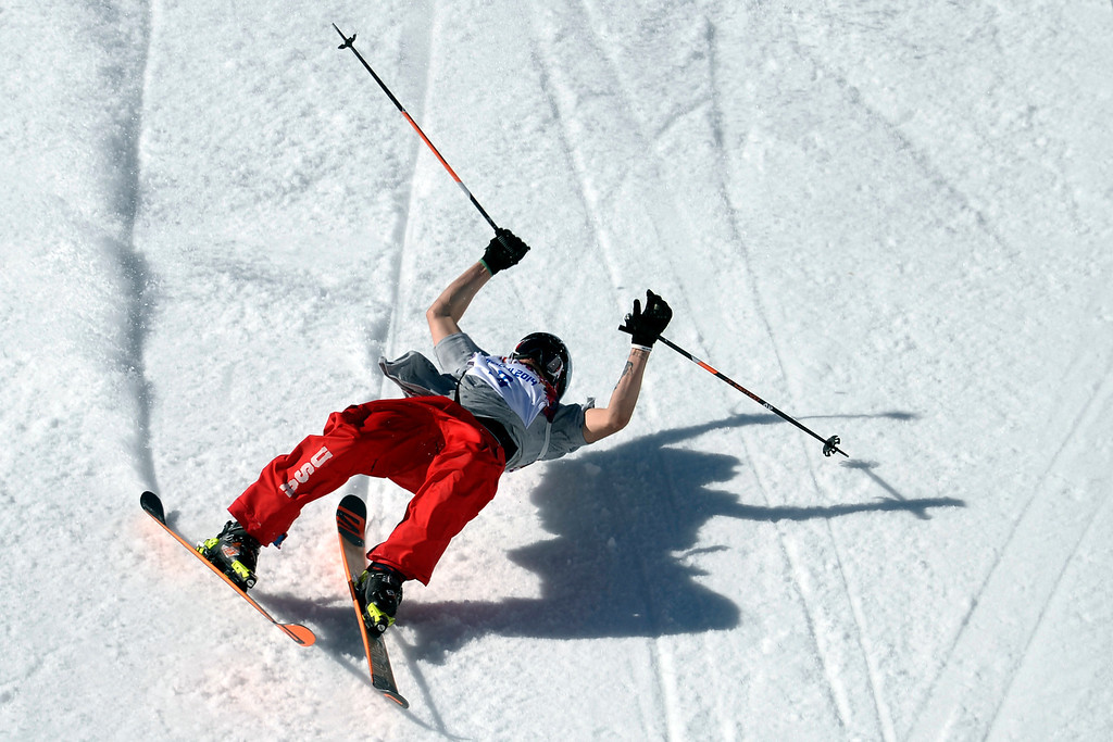 . U.S.A. skier Bobby Brown wipes out during the men\'s ski slopestyle final at the Rosa Khutor Extreme Park. Sochi 2014 Winter Olympics on Thursday, February 13, 2014. (Photo by AAron Ontiveroz/The Denver Post)