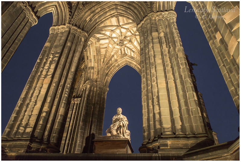 Scott Monument and Sir Walter Scott statue at night (1)