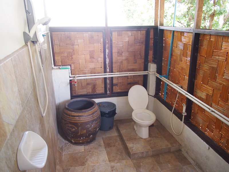 PC058979-mut-mee-bathroom.JPG