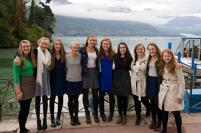 Ema, Paige, Hayden, Marin, Grace, Merritt, Janie, Catherine, Mady, and Kiersten with Lac Annecy in the background