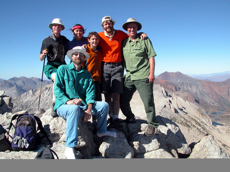 Summit photo: Lee, Megumi, Beau, Nathan, Chris with Muir in front